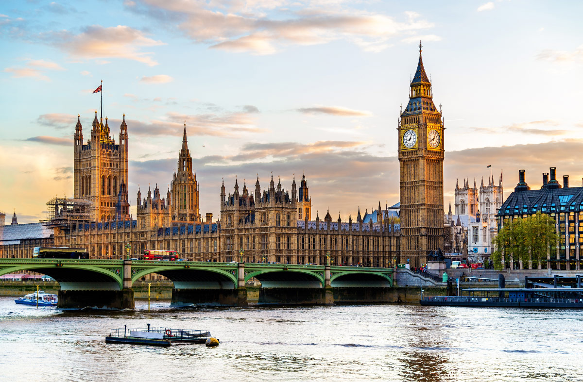 Palace Westminster Abbey - tour to London - Expat Explore