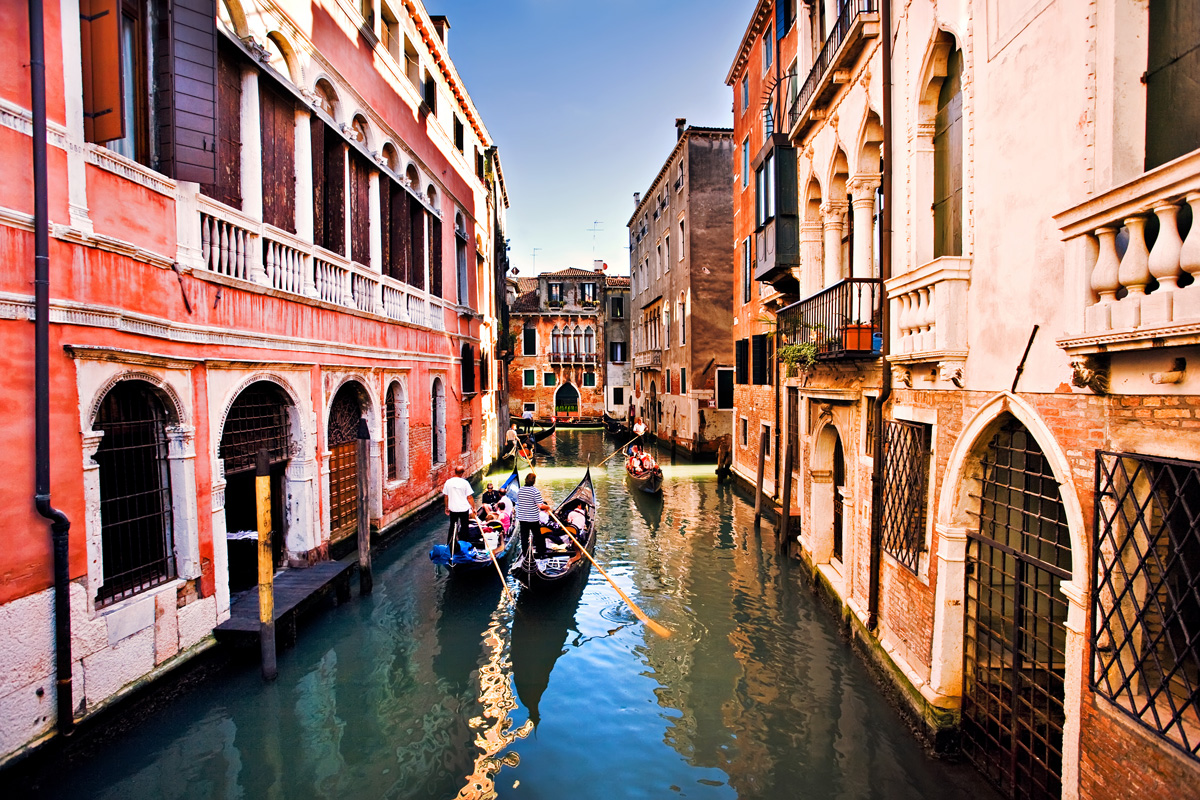 In the city of Venice there are about 350 gondolas and 400 gondoliers. On average gondolas are about 11 meters long.