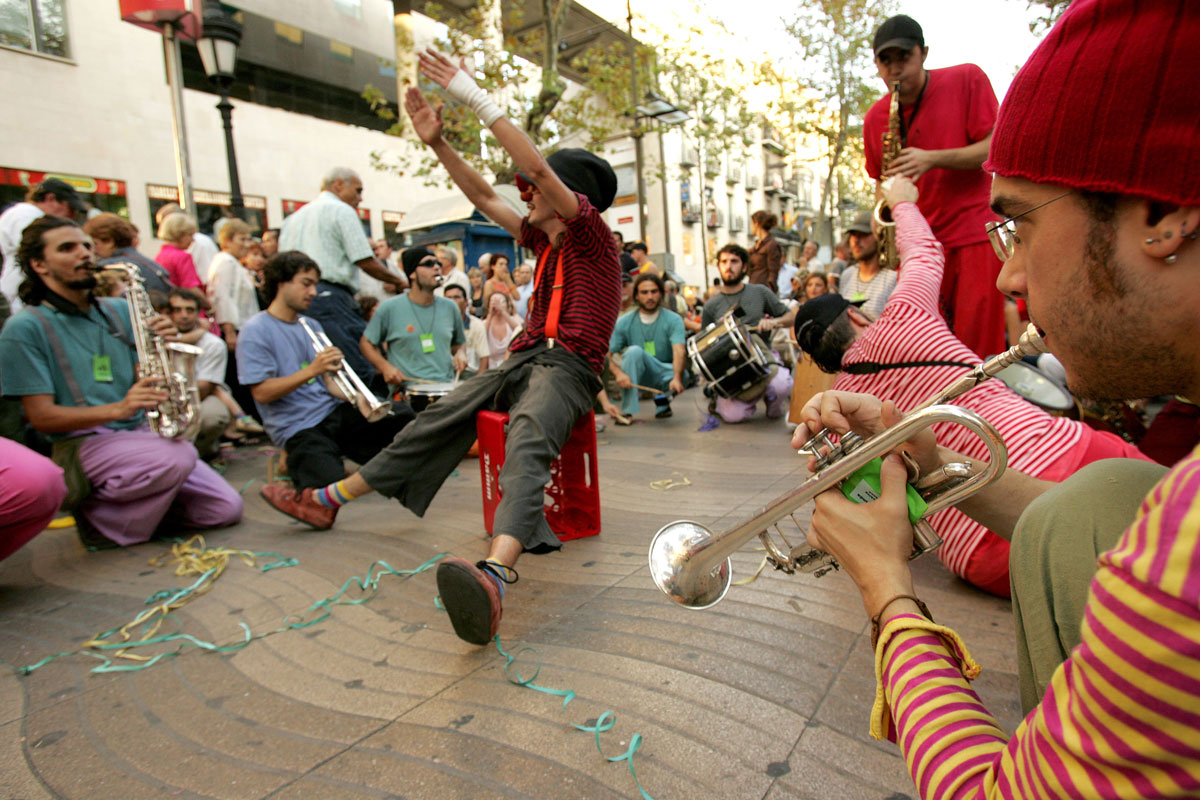 Street performers in Barcelona