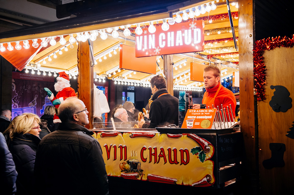 "The french translation for Mulled Wine is: ""Vin Chaud"""