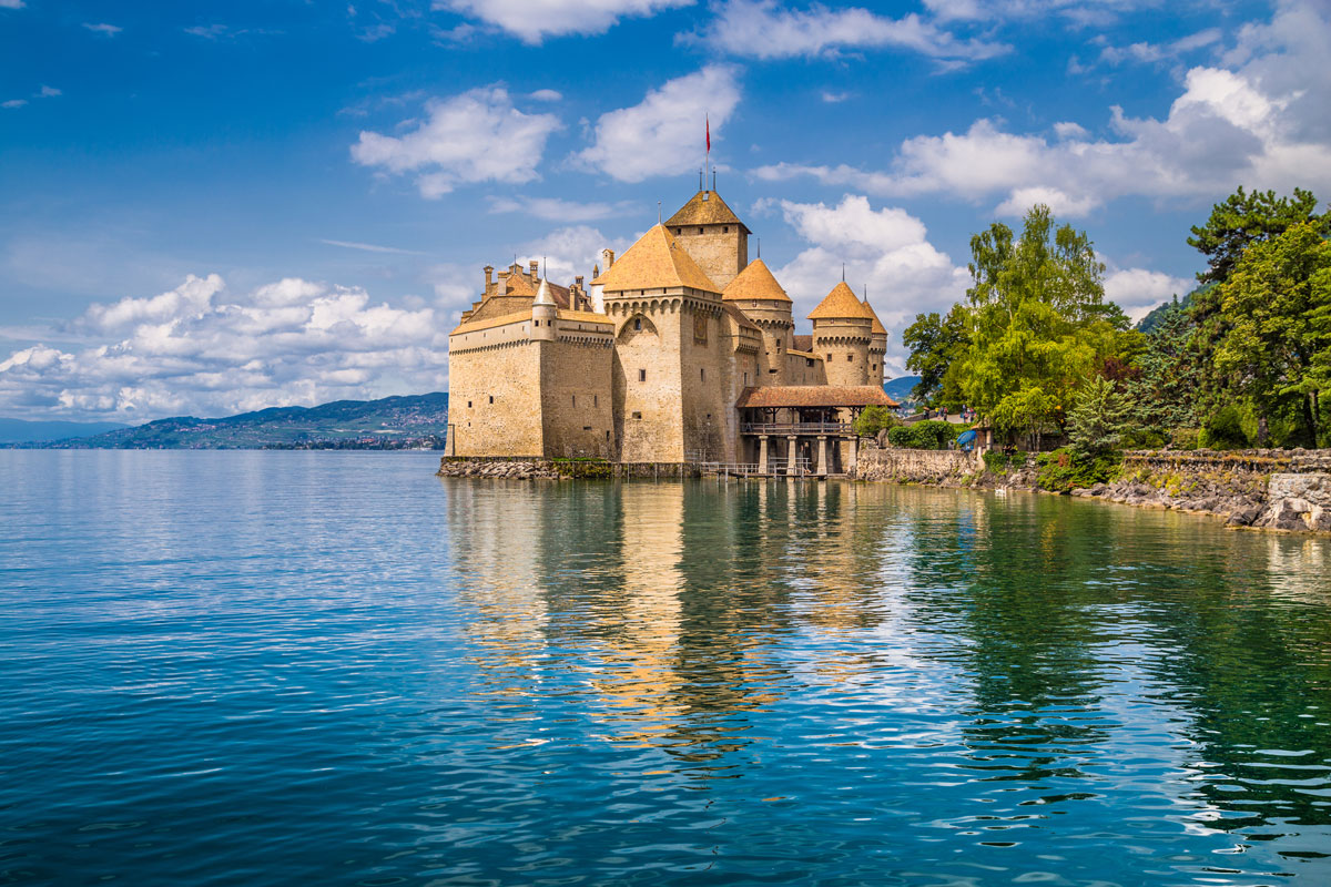 lake-geneva-chateau-de-chillon-lakes-europe-expat-explore