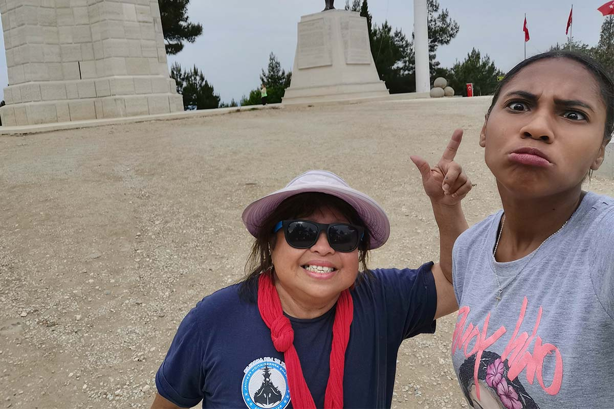 Ralind and her new travel partner is visiting the Gallipoli Battle Grounds in Çanakkale