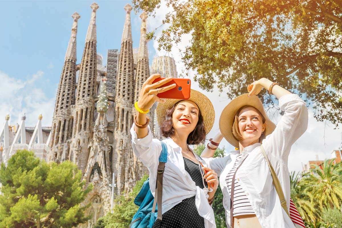 Two friends posing at the Sagrada La Familia in Barcelona