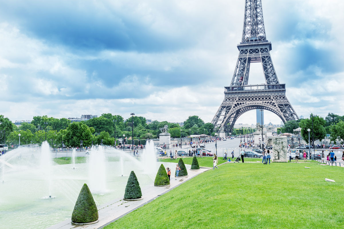 Amazing Eiffel Tower view from Trocadero Gardens