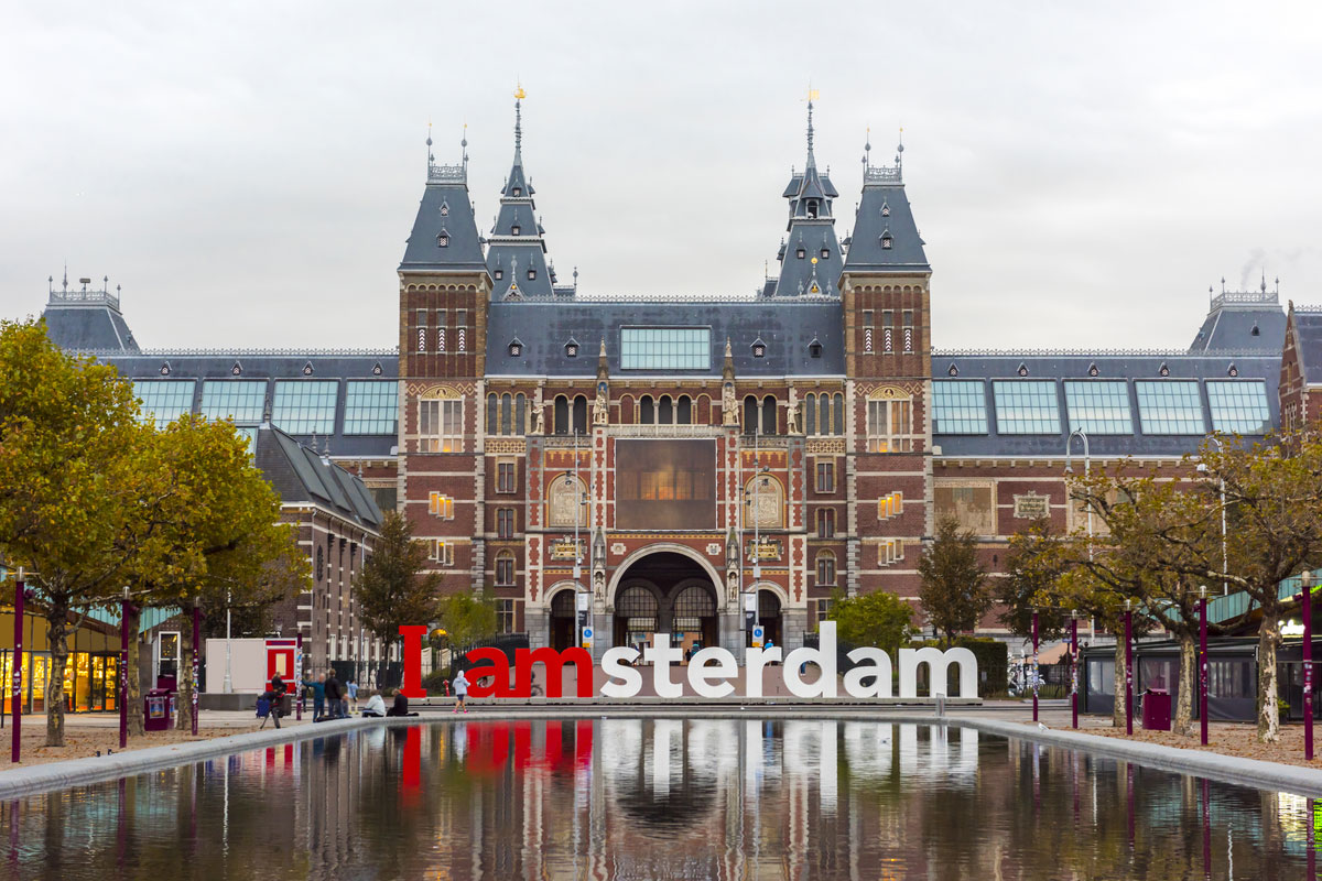 The Rijksmuseum Amsterdam museum area with the words IAMSTERDAM