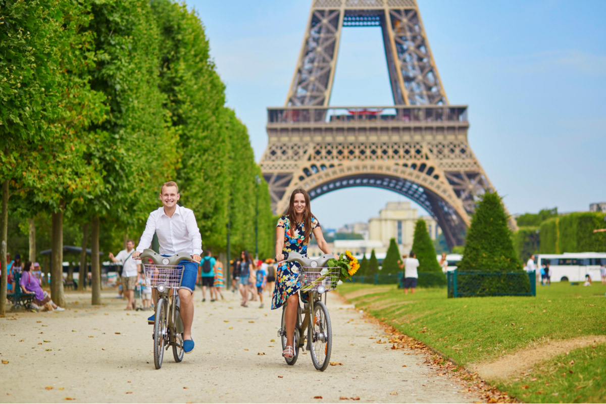 Enjoy a romantic day trip in Paris