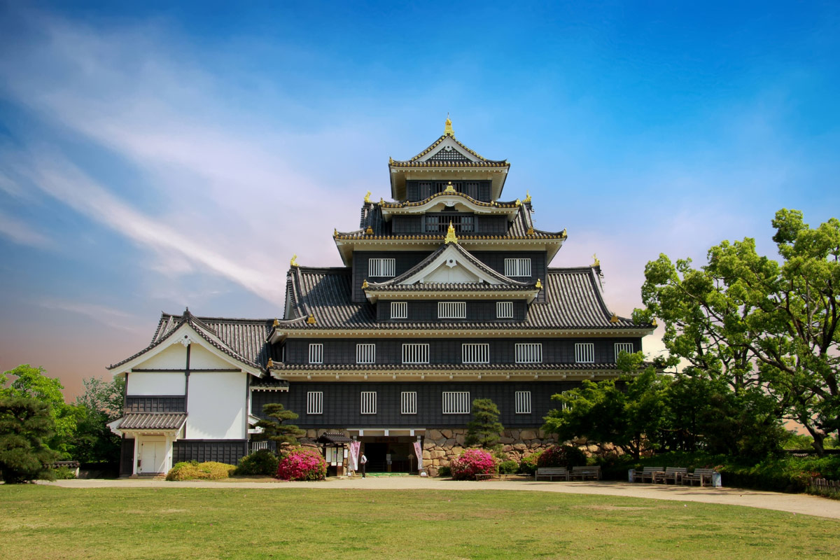 Okayama castle known as crow castle due to its black exterior