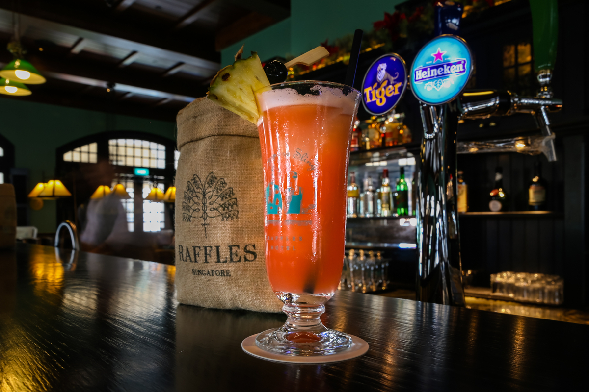 Singapore sling cocktails at Raffles Hotel Long Bar in Singapore